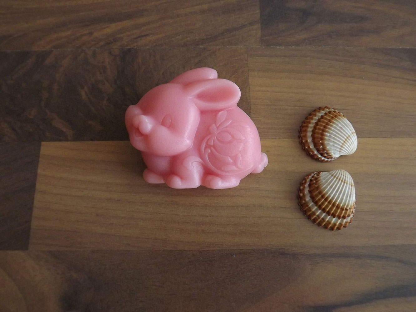 Glycerinové mýdlo s vůní ylang-ylangu s kozím mlékem nebo bambuckým máslem  ( zajíček ) - Nekonečná rozkoš, 70 g