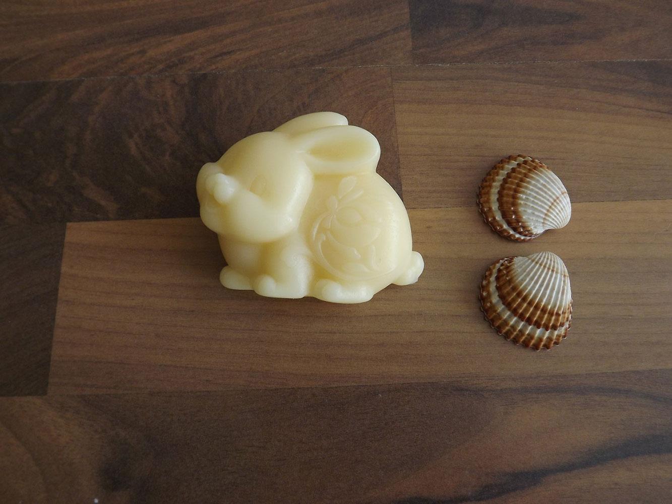 Glycerinové mýdlo s vůní jasmínu s kozím mlékem nebo bambuckým máslem  ( zajíček ) - Šťastná mysl, 70 g