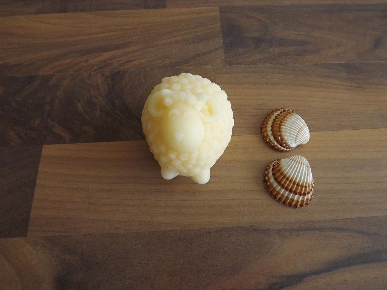 Glycerinové mýdlo s vůní jasmínu s kozím mlékem nebo bambuckým máslem  ( beránek ) - Šťastná mysl, 110 g