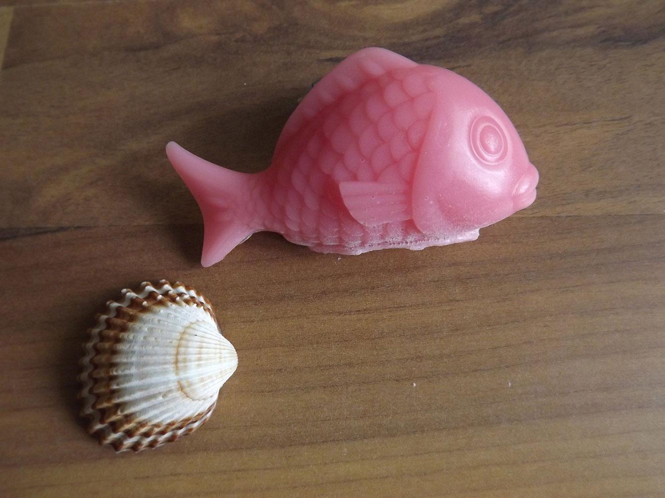 Glycerinové mýdlo s vůní ylang-ylangu s kozím mlékem nebo bambuckým máslem (kapr) - Nekonečná rozkoš, 30 g
